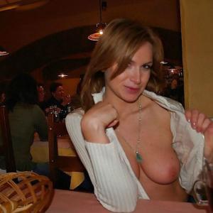 Zou deze sexy lady eens aan je pik mogen trekken tijdens een massage