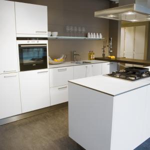 Handige keukenmonteur