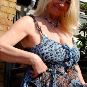 sexy blonde stoeipoes van 47